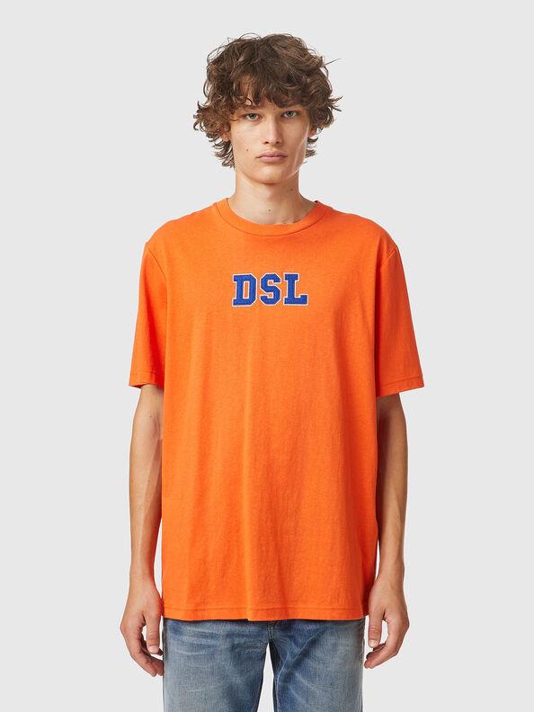 https://no.diesel.com/dw/image/v2/BBLG_PRD/on/demandware.static/-/Sites-diesel-master-catalog/default/dw0bbf32c3/images/large/A03507_0QCAH_34H_O.jpg?sw=594&sh=792