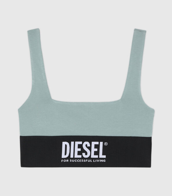 https://no.diesel.com/dw/image/v2/BBLG_PRD/on/demandware.static/-/Sites-diesel-master-catalog/default/dw43a8fc2c/images/large/A01952_0DCAI_5BQ_O.jpg?sw=594&sh=678