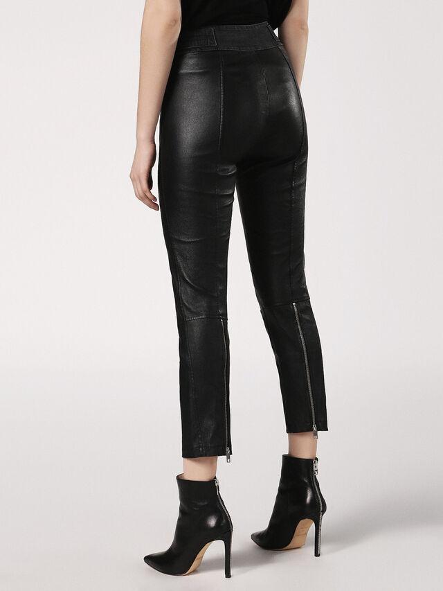 L-WANDA, Black Leather